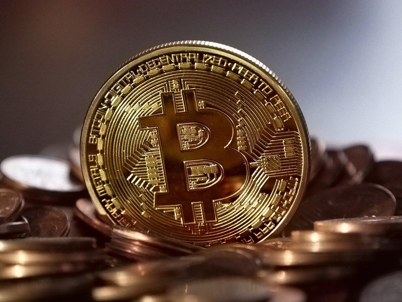 mercato azionario e bitcoin)