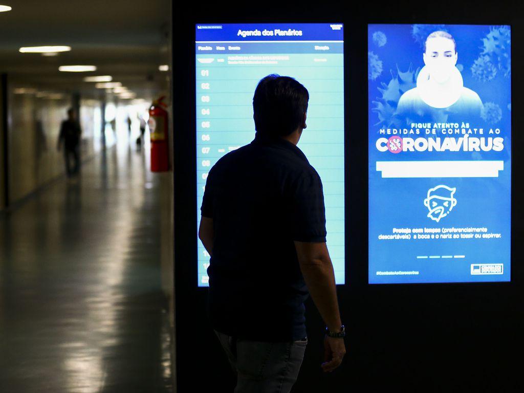 Congresso Nacional tem movimento reduzido em razão da pandemia do novo coronavírus