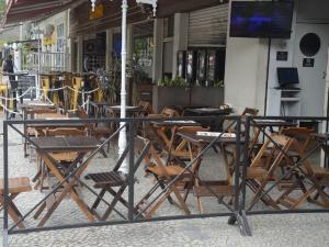 Restaurante vazio no Rio de Janeiro em meio à crise do coronavírus