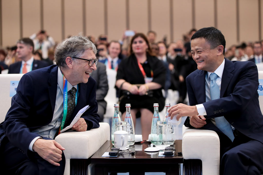 SHANGHAI, CHINA - NOVEMBER 05: Microsoft founder Bill Gates (L) talks with Alibaba Chairman Jack Ma (R) bfore duirng the Hongqiao International Economic and Trade Forum in the China International Import Expo at the National Exhibition and Convention Centre on November 5, 2018 in Shanghai, China. The first China International Import Expo will be held on November 5-10 in Shanghai. (Photo by Lintao Zhang/Getty Images)