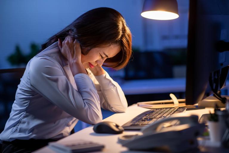 Trabalhar em casa na era coronavírus leva a jornada extra de 3 horas