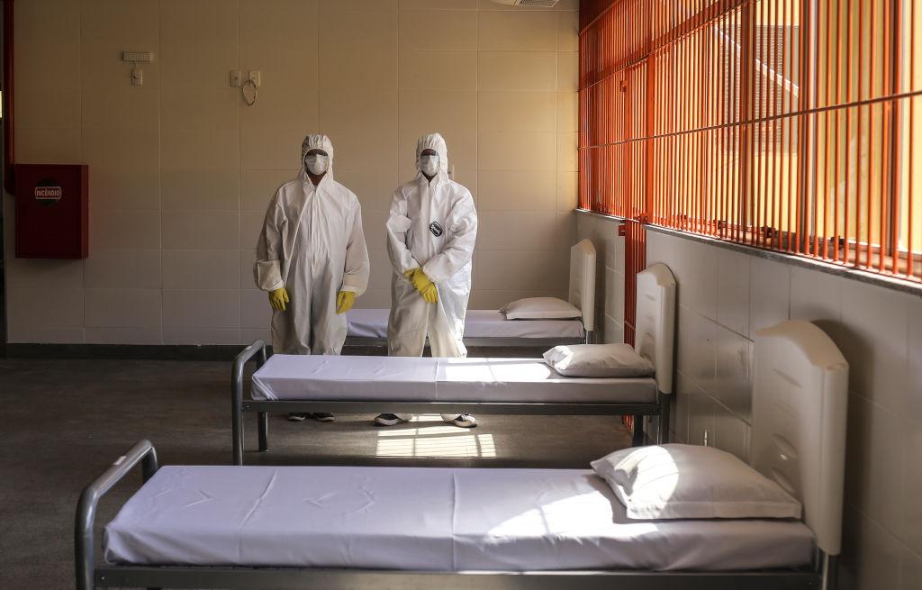 Profissionais de saúde em retrato no primeiro centro de quarentina do Brasil, em meio à crise do coronavírus e da covid-19