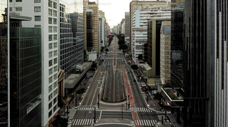 SÃO PAULO, BRAZIL - APRIL 04: An aerial view of Avenida Paulista during the coronavirus (COVID-19) pandemic on April 4, 2020 in Sao Paulo, Brazil. According to the Ministry of health, as of today, Brazil has 10.278 confirmed cases of the coronavirus (COVID-19) and at least 431 recorded deaths. (Photo by Alexandre Schneider/Getty Images)