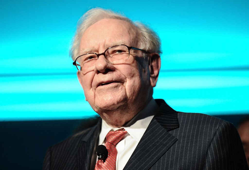 NEW YORK, NY - SEPTEMBER 19: Philanthropist Warren Buffett is joined onstage by 24 other philanthropist and influential business people featured on the Forbes list of 100 Greatest Business Minds during the Forbes Media Centennial Celebration at Pier 60 on September 19, 2017 in New York City. (Photo by Daniel Zuchnik/WireImage)