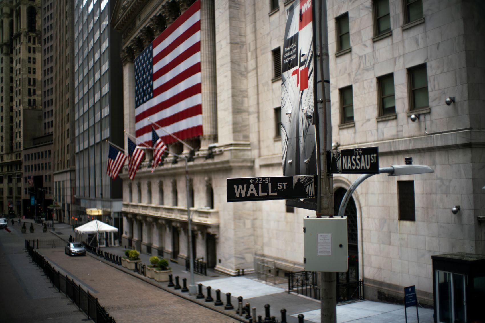 Bolsas nos EUA fecham em alta de quase 2% com esperança sobre acordo de estímulo parcial thumbnail
