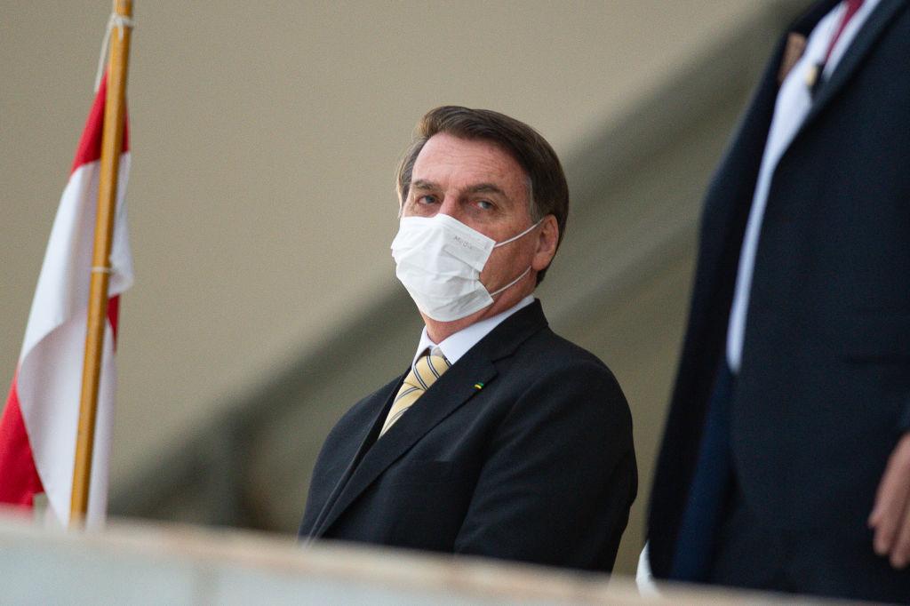 Coronavírus: Bolsonaro usa máscara no Planalto
