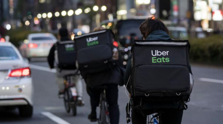 Entregadores do Uber Eats
