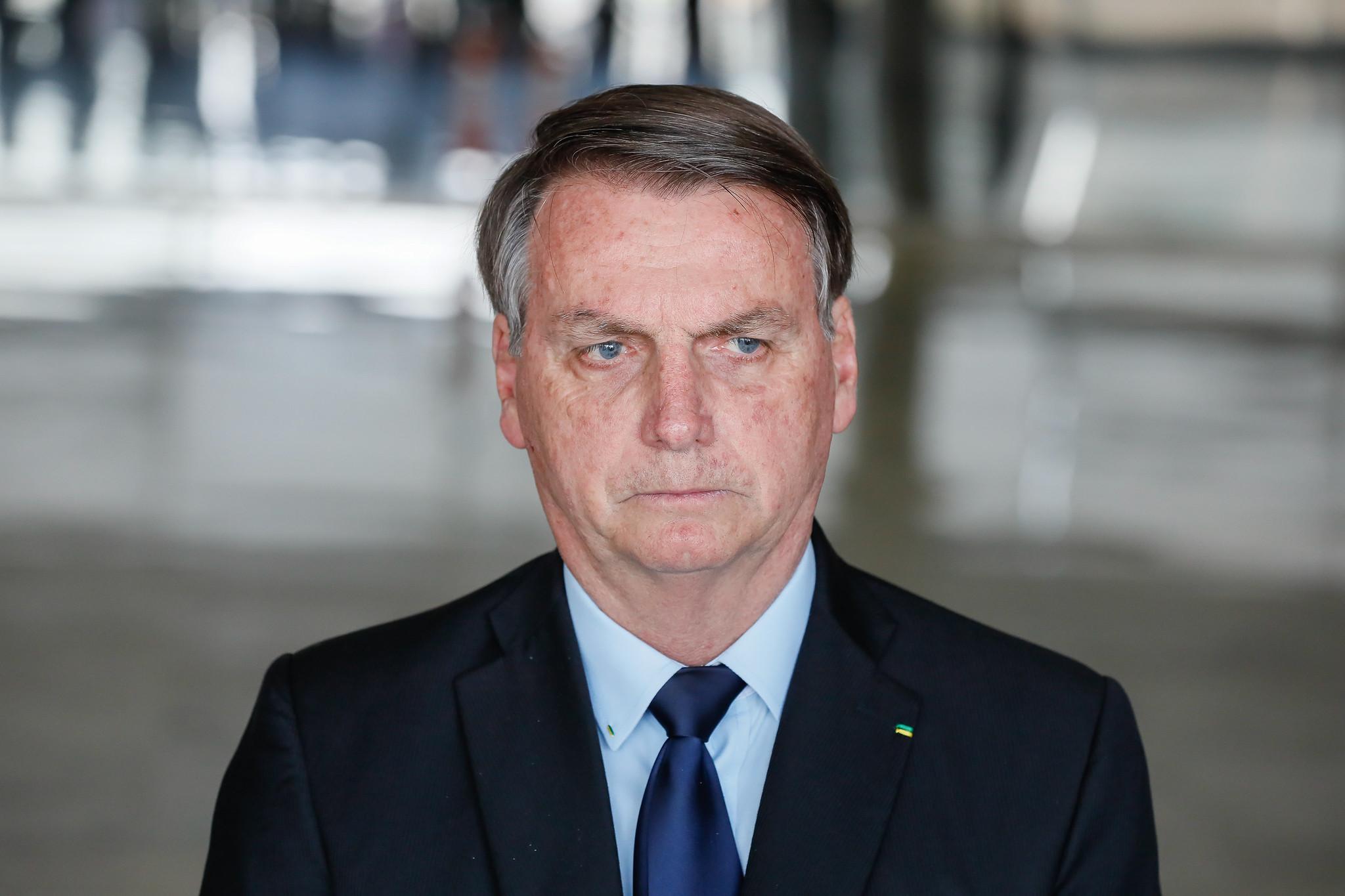 Bolsonaro passa por cirurgia e apresenta quadro estável e sem dor, diz boletim thumbnail