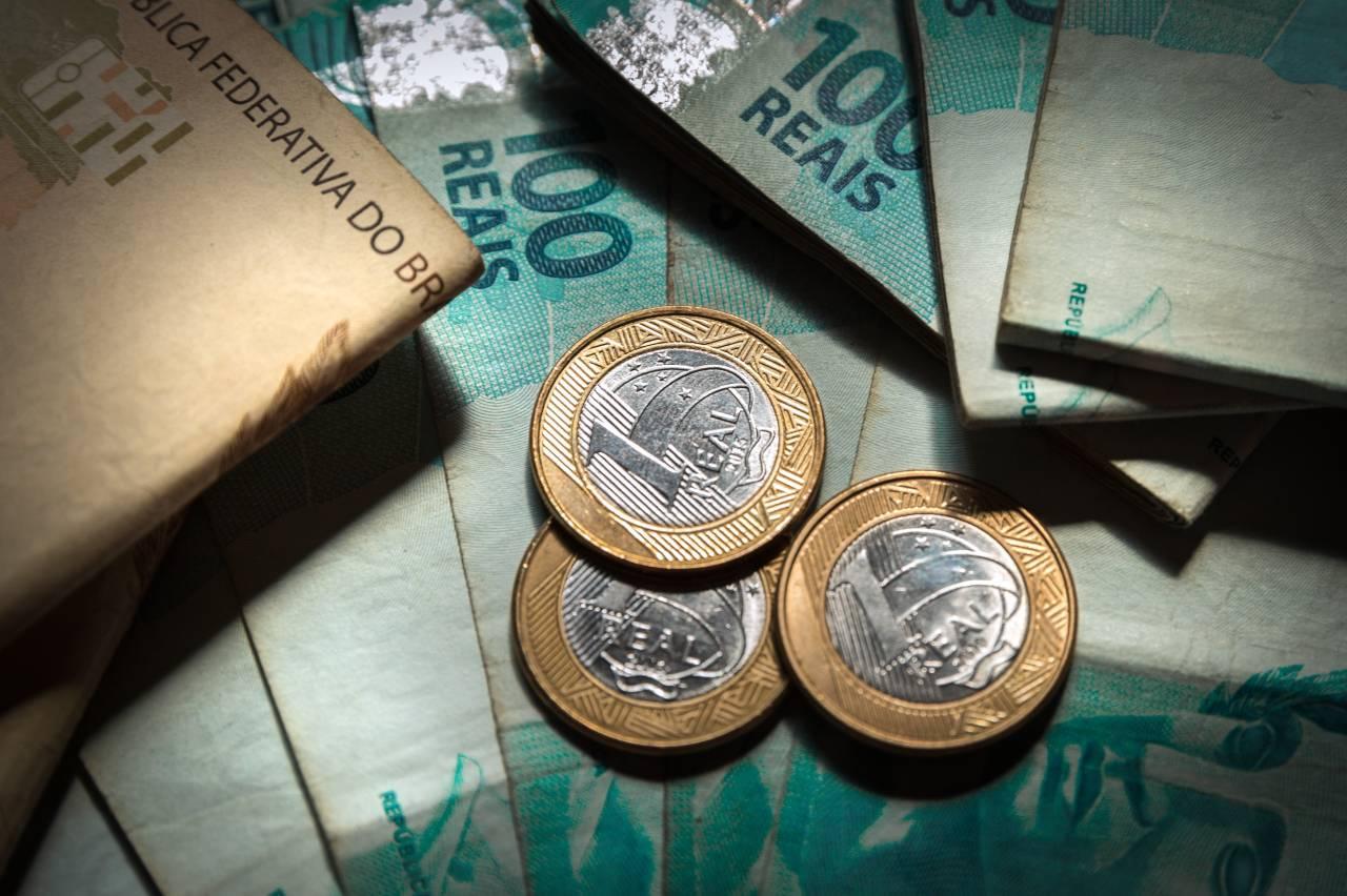 dinheiro, bancos, notas de reais