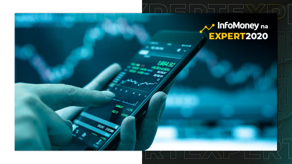 Mão segura um celular cuja tela mostra um gráfico de ações