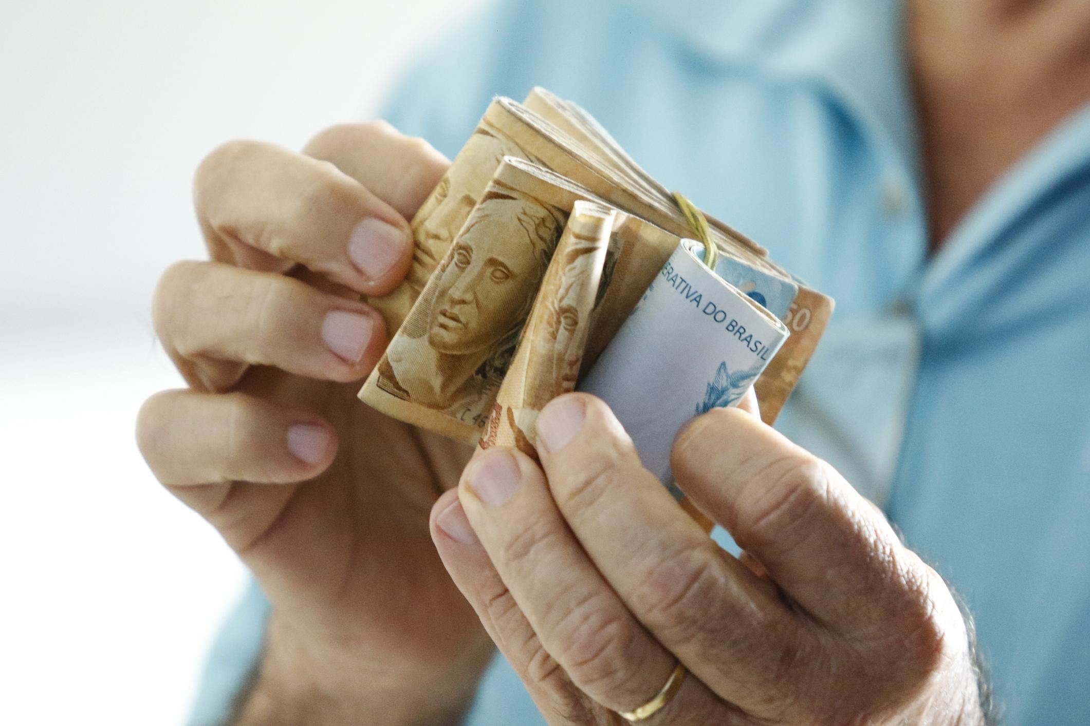 Renda efetiva de trabalhador sobe para R$ 2.168 em setembro