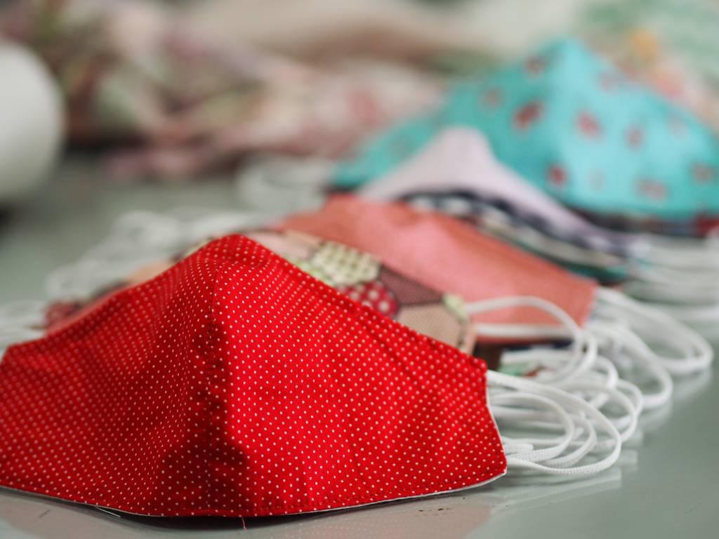 Máscara contra coronavírus de tecido, feita em casa, máscara caseira