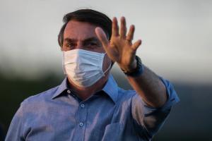 Bolsonaro faz aceno
