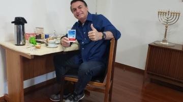 Bolsonaro posta foto no Twitter e diz que testou negativo para Covid-19 (Reprodução/Twitter)