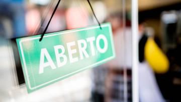 Restaurante aberto, placa de aberto, loja