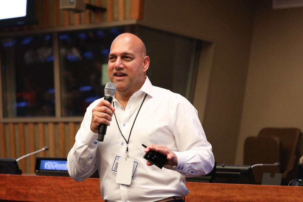 Salim Ismail, fundador da Singularity University, em evento em Nova York, em junho de 2019