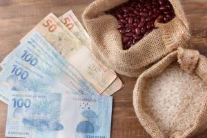 Preço do arroz em alta (Gilnature/Getty Images)