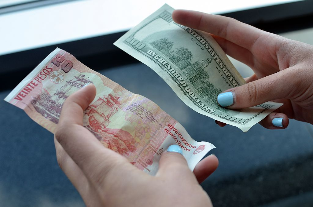 Peso argentino e dólar