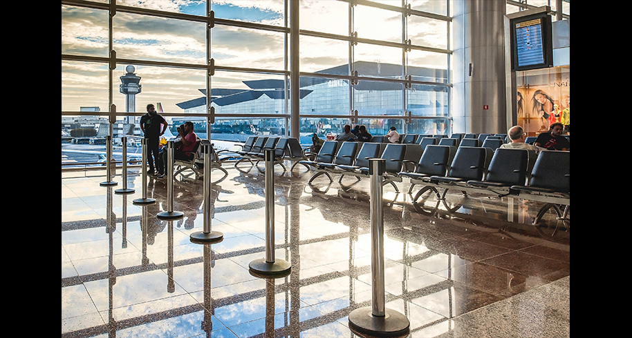 Movimento aumenta no aeroporto de Guarulhos, mas números ainda são 50% do patamar pré-pandemia thumbnail