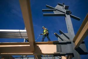 Mudanças nas regras de financiamento do Casa Verde e Amarela beneficiam construtoras para baixa renda, apontam analistas