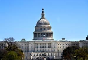 Grupo bipartidário de senadores dos EUA sela pacto por plano de infraestrutura