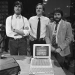 Steve Wozniak, John Sculley e Steve Jobs
