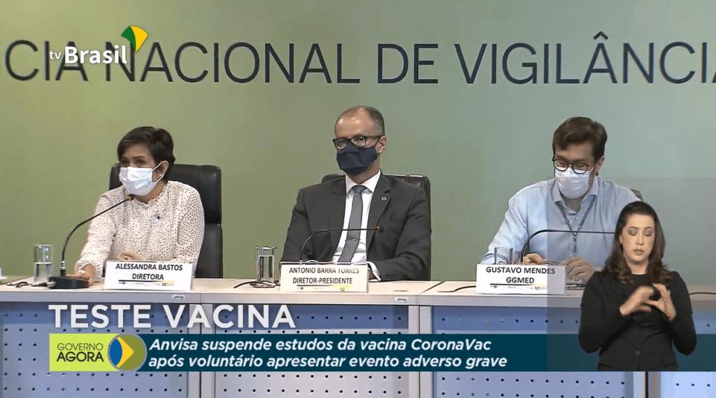 A Agência Nacional de Vigilância Sanitária concede entrevista coletiva sobre a interrupção dos estudos da vacina CoronaVac