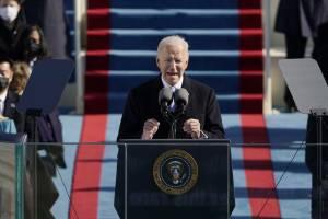 Joe Biden discursa em sua posse como presidente dos EUA