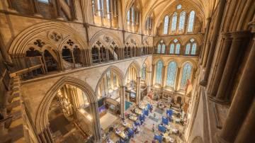 Catedral de Salisbury, em Salisbury na Inglaterra, um dos lugares que se tornaram centros de vacinação contra a Covid-19