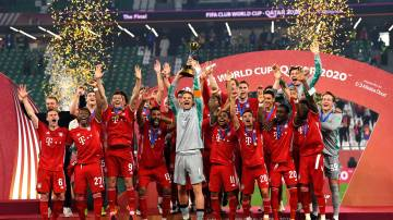DOHA, QATAR - FEBRUARY 11: Manuel Neuer of FC Bayern Muenchen lifts the FIFA Club World Cup Qatar 2020 trophy as FC Bayern Muenchen celebrate after winning the FIFA Club World Cup Qatar 2020 Final between FC Bayern Muenchen and Tigres UANL at the Education City Stadium on February 11, 2021 in Doha, Qatar.