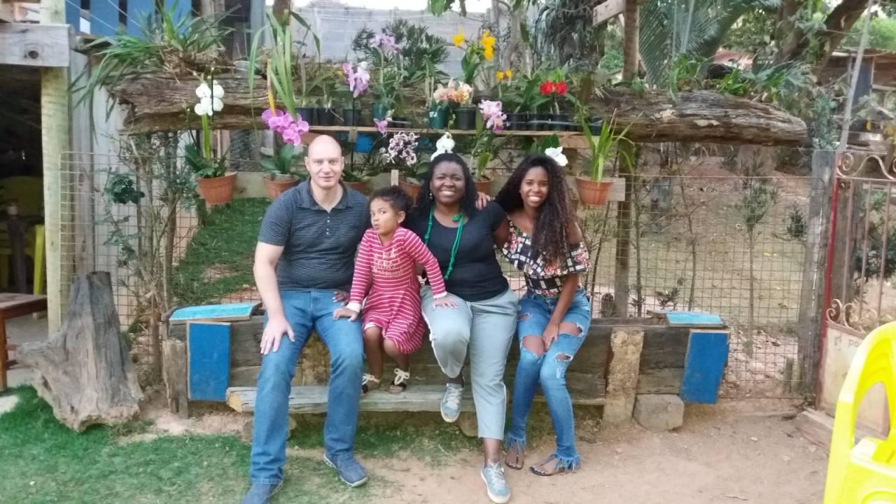 Marcelle (à direita) com a família