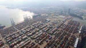 Porto chinês parado agrava caos no comércio marítimo global