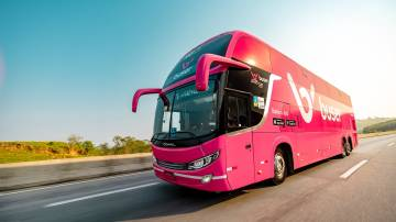 Ônibus com a marca da Buser (Divulgação)