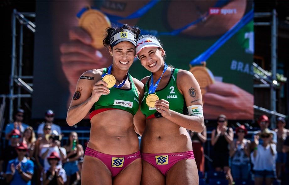 Ágatha e Duda conquistaram o ouro na última etapa do circuito mundial de vôlei de praia feminino antes da Olimpíada de Tóquio, realizada em Gstaad, na Suíça (FIVB-Divulgação)