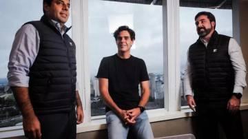 Felipe Bichara, sócio da Faros; Guilherme Benchimol, presidente executivo do Conselho de Administração da XP; e Samy Botsman, sócio da Faros (Foto: divulgação)