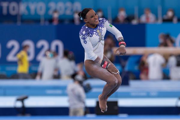 Ginasta Rebeca Andrade se apresenta na Ariake Gymnastics Centre, em Tóquio (Júlio César Guimarães/COB)