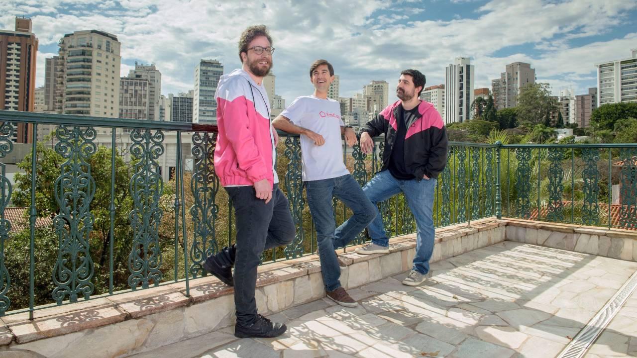 Gabriel Laet, Gustavo Vaz e Lucas Cardoso, cofundadores da EmCasa (Divulgação)