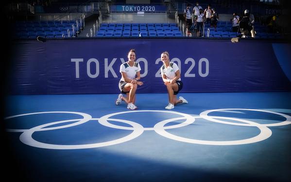 Jogos Olímpicos de Tóquio 2020: tênis duplas feminino. Na foto, as atletas Luisa Stefani e Laura Pigossi após a conquista da medalha de Bronze inédita. Foto: Rafael Bello/COB