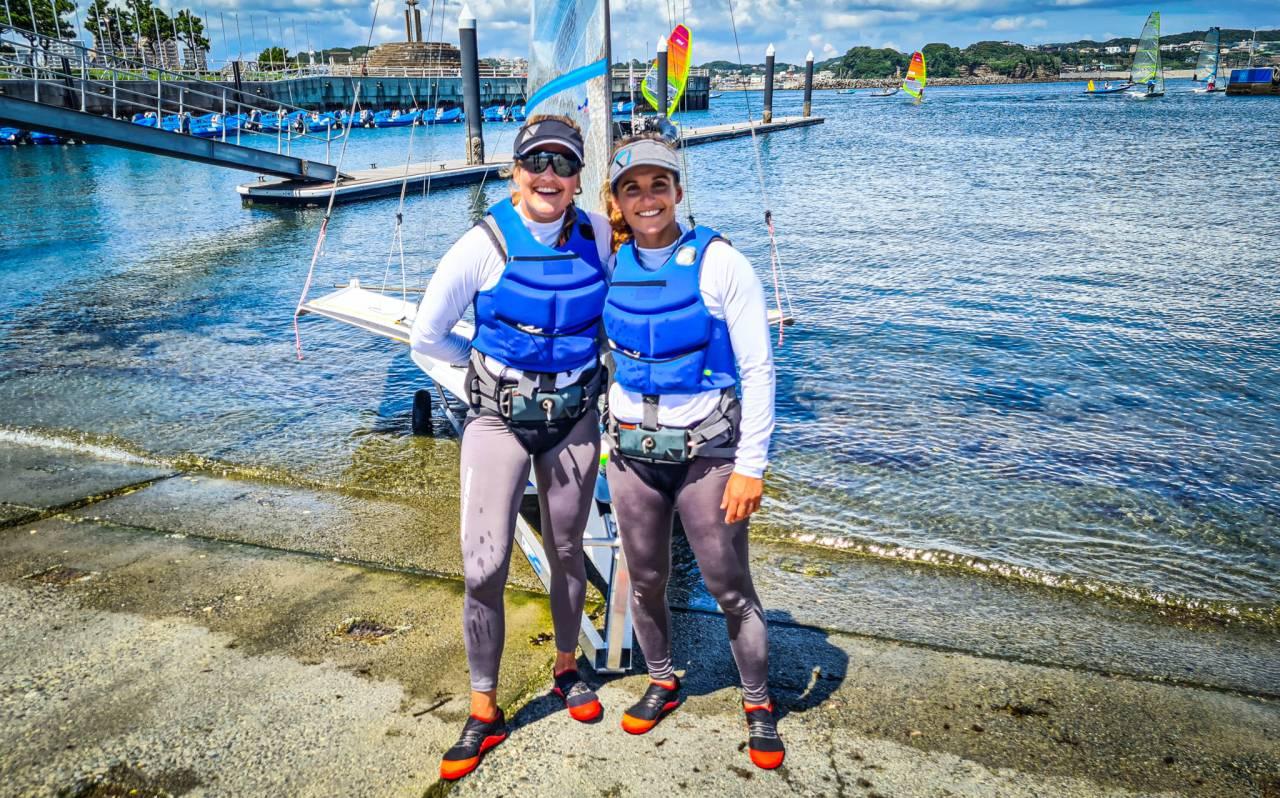 Primeiro dia de treinos oficiais em Enoshima, Japão, de Martine Grael e Kahena Kunze (Daniel Vasco/COB)