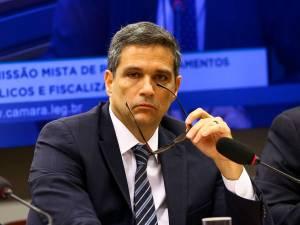 Campos Neto: BC não alterará plano de voo a cada número novo de alta frequência