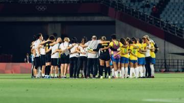 Seleção brasileira de futebol feminino após derrota para o Canadá nas Olimpíadas de Tóquio