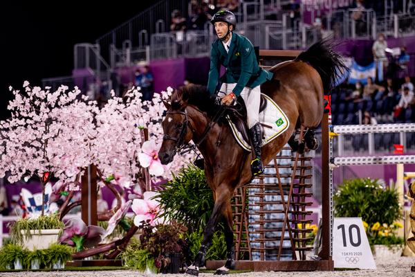 Yuri Mansur, cavalheiro do Brasil, disputa as qualificatórias na modalidade saltos do Hipismo no Equestrian Park (Miriam Jeske/COB)