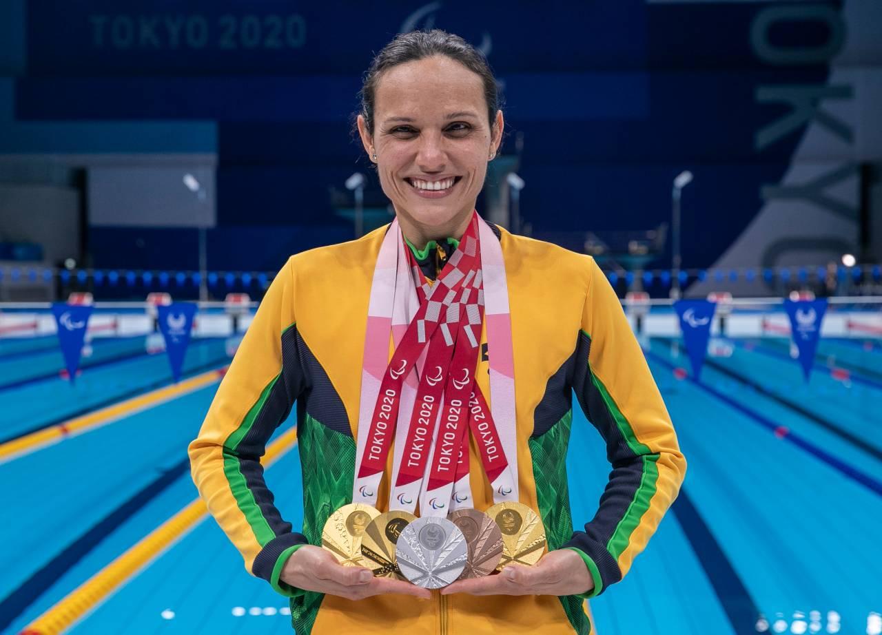 Maria Carolina Santiago com suas 6 medalhas em Tóquio (Ale Cabral/CPB)