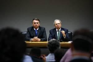 Drible ao teto de gastos abre espaço para Auxílio Brasil, mas deterioração fiscal pode impedir ganho de popularidade a Bolsonaro